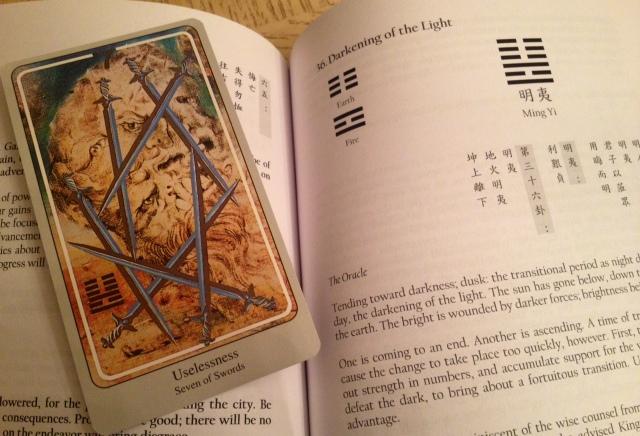 Haindl Tarot - I Ching Book Compare 01 Head Scratch