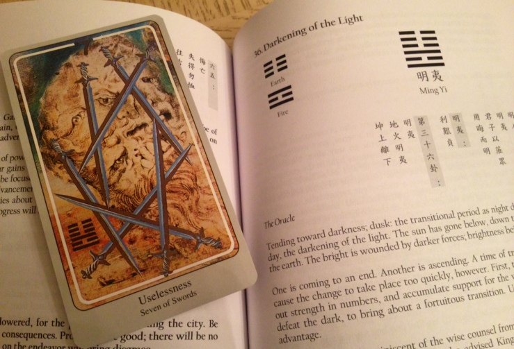Haindl Tarot - I Ching Book Compare 01 Head Scratch