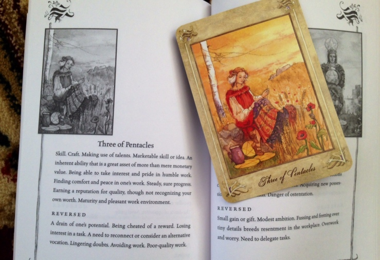 LlewellynTarot_Reading_CardandBook_3ThreePents