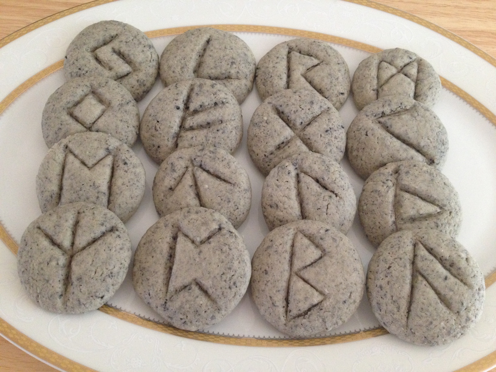 how to read runes for divination