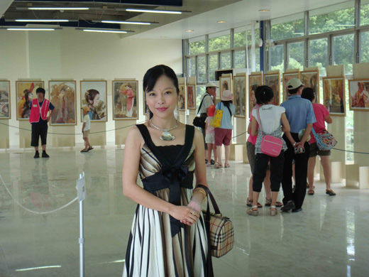 Photo of the Artist, Der Jen. Image source: The Official Website of Der Jen, the Der Jen Art Museum.