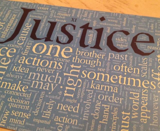 Type Tarot 11 Closeup Justice