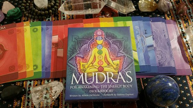 Mudras 01 Box and Cards