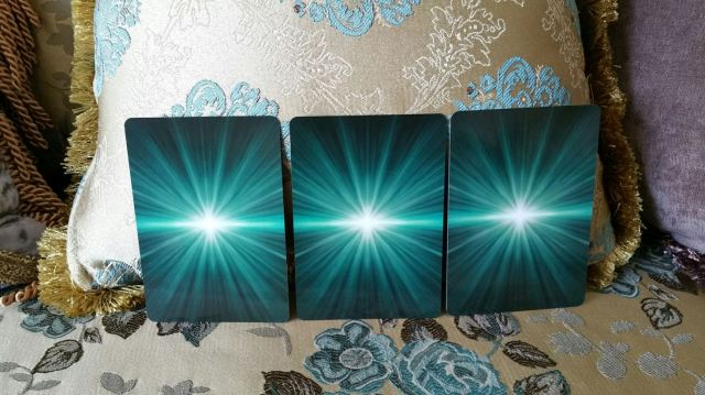 Eternal Crystals Oracle Cards 05 Three Cards Select