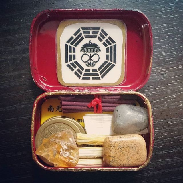 Travel Altar Kit in an Altoids Tin 01