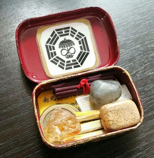 Travel Altar Kit in an Altoids Tin 04
