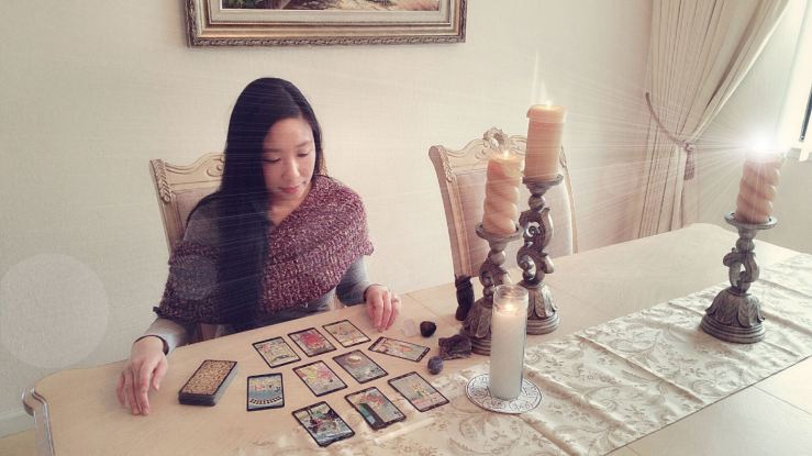 2016-11-25-me-reading-tarot-1