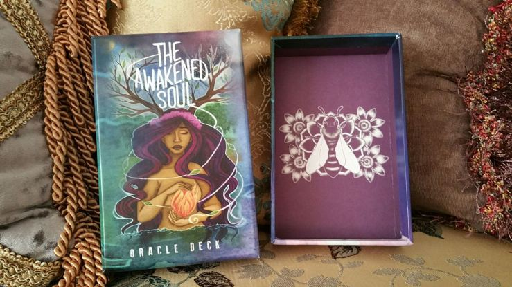 awakened-soul-oracle-cards-02-box