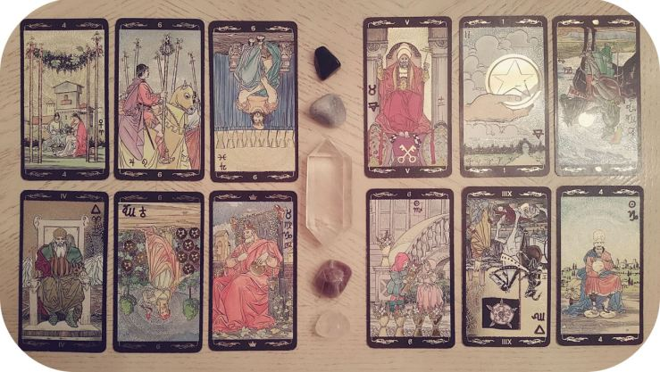 Tarot Deck Pictured: The Golden Universal by Lo Scarabeo