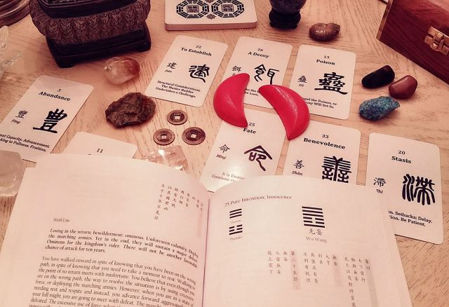 i-ching-jiao-bei-chinese-oracle-bone-script